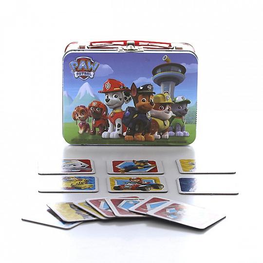 Настольная игра Щенячий патруль, 72 карточкиНастольная игра Щенячий патруль от компании Spin Master состоит из 72 карточек, которые необходимо перемешать и разложить рубашками вверх. Чтобы победить, нужно собрать наибольшее количество парных картинок с изображениями отважных щенков-спасателей Paw Patrol. Увлекательная мемори-игра прекрасно подходит для того, чтобы скрасить скучный вечер.<br>