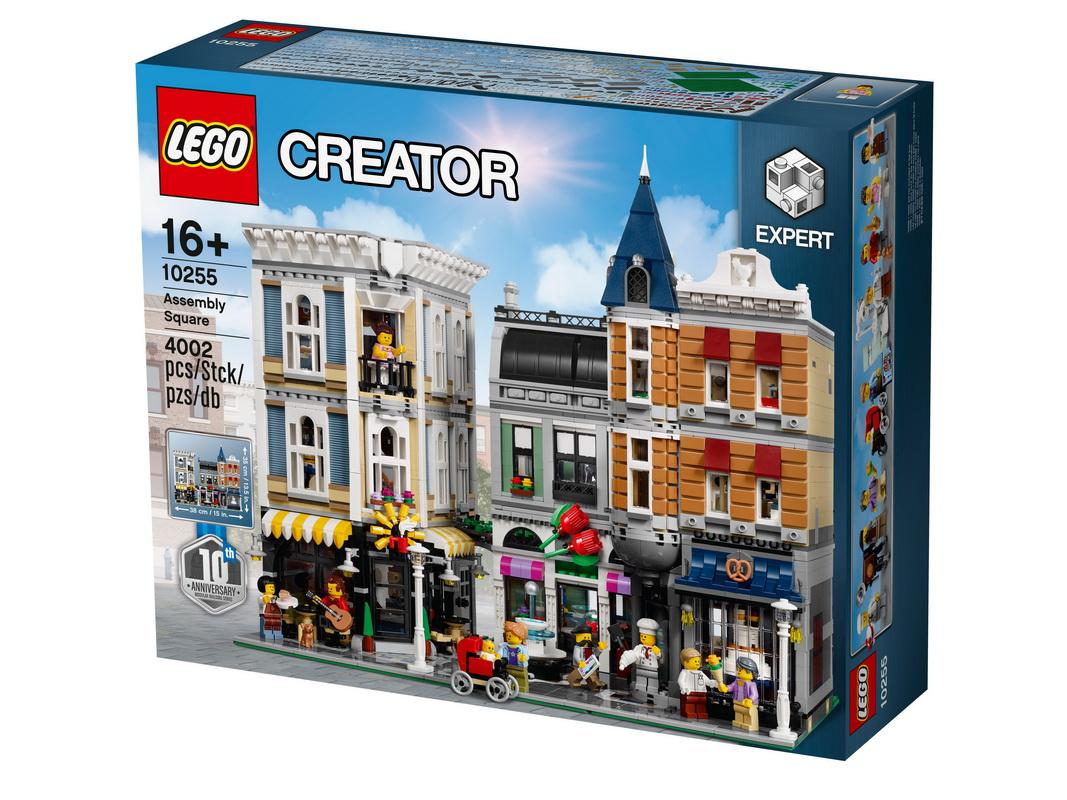 Конструктор Коллекционный набор Lego Городская площадьВеликолепный коллекционный набор Лего Городская площадь продуман до мельчайших деталей.В нем все почти реально: и фасад величественного здания, и его внутренние помещения, и милые сцены, разворачивающиеся на площади перед ним. Ты можешь побродить по шумной улице, или зайти внутрь. Воспользуйся услугами дантиста или посети занятие в танцевальной студии. А может быть, тебя больше привлекает музыкальный магазин или комната поклонницы Лего, заполненная невероятным количеством собранных моделей? Или же ты предпочитаешь провести время в дружеской компании, отведывая барбекю на площадке крыши и любуясь великолепными видами?Множество деталей и сюрпризов позволят тебе придумать тысячи сюжетов. Создай неповторимый уголок с особенным укладом и душевной атмосферой. Городская площадь, выпущенная специально к десятилетнему юбилею серии блочных зданий Lego, позволит тебе в полной мере проявить фантазию и станет любимейшей игрушкой. Ведь каждый раз ты будешь находить в ней что-нибудь новое.<br>