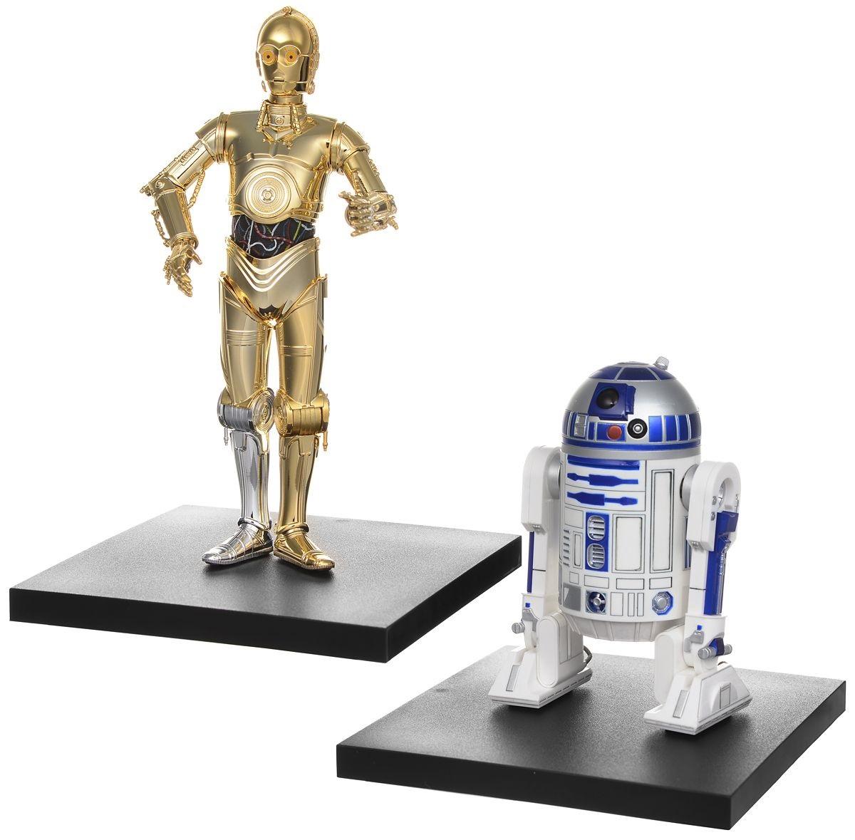 Звездные войны - Набор фигурок R2-D2 и C-3POБолее 10 лет мы ждали этого момента: Звездные войны возвращаются на большой экран! Новая трилогия начнется уже в декабре, когда в кинотеатрах стартует новый эпизод великой саги – Звездные Войны: Пробуждение силы. В наборе – неразлучная парочка дроидов R2-D2 и C-3PO, которые благодаря ярким характерам и неподражаемой внешности стали настоящими звездами саги Звездные Войны. Производители учли особенности строения C-3PO и снабдили фигурку сменными руками, что позволит устанавливать ее в разных позах и передавать неповторимую жестикуляцию дроида. Его маленький друг R2-D2 имеет в комплекте третью, опорную, ногу.<br>