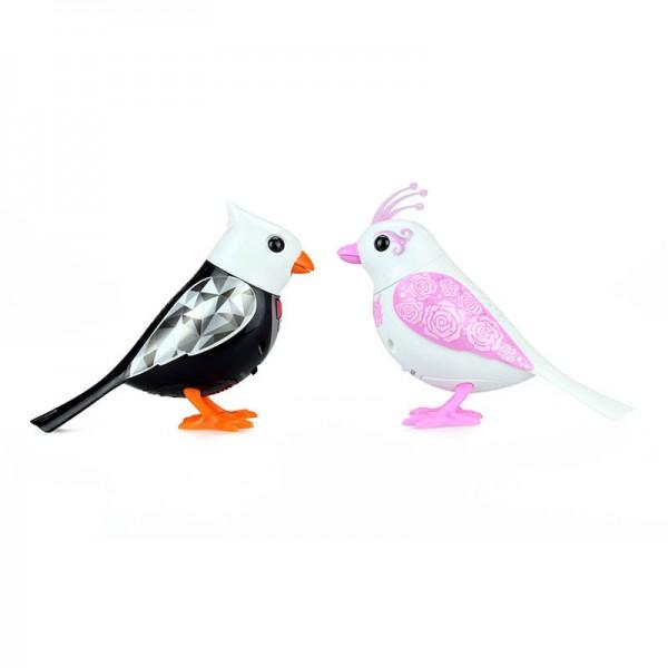 Птички Silverlit жених и невестаДетям от 3 лет до 7 летПтички «Жених и Невеста» от Silverlit - интерактивная игрушка, которая предназначена для игры детками от 3-х лет.Игровой набор состоит из двух птичек. От прочих птичек DigiBirds они отличаются своим уникальным дизайном, так как одеты в свадебное оперение!Особенности: Для активизации игрушки необходимо на нее подуть. Активировать режим проигрывания мелодий и щебетания, достаточно посвистеть в свисток, который в комплекте. Свисток с кольцом, поэтому ребенок может одевать его на палец. Птичка может быть закреплена на свистке-кольце и использоваться как насест-переноска. Птички могут двигаться во время проигрывания мелодий. Птица способна петь соло, но при наличии еще одной птицы, они смогут петь хором. Синхронизировать можно неограниченное количество птиц, а так же других персонажей DigiFriends. Главным в хоре становится персонаж, которого первого включили. Чтобы номер удался, необходимо главного в хоре держать на расстоянии не более 15 см от других персонажей.В комплекте: 2 птички; свисток-кольцо; 6 батареек LR44.<br>